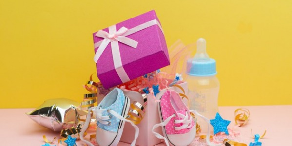 LES INDISPENSABLES POUR UNE BABY SHOWER SURPRISE AU TOP